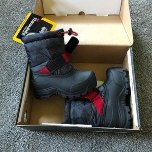 Toddler NIB Charcoal / Red Snow boots size 7